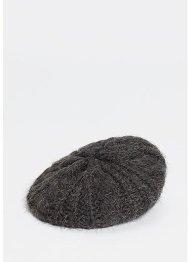 Mavi Şapka Gri
